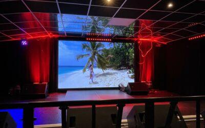 Cherry don club – ecran de scène